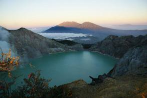 Ijen Crater, Mt Bromo, Waterfall Tour 3 Days